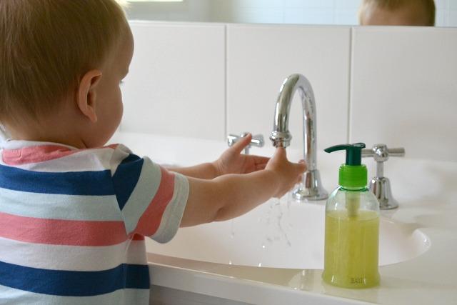 m thode montessori adapter sa salle de bain l enfant les vendredis intellos. Black Bedroom Furniture Sets. Home Design Ideas